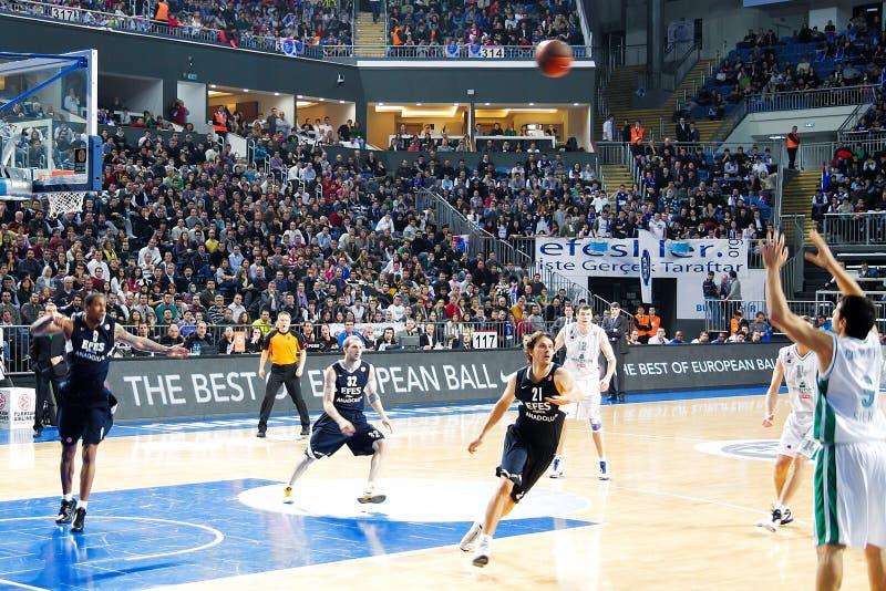 Het Basketbal van Euroleague, Efes Pilsen - M. Siena royalty-vrije stock afbeelding