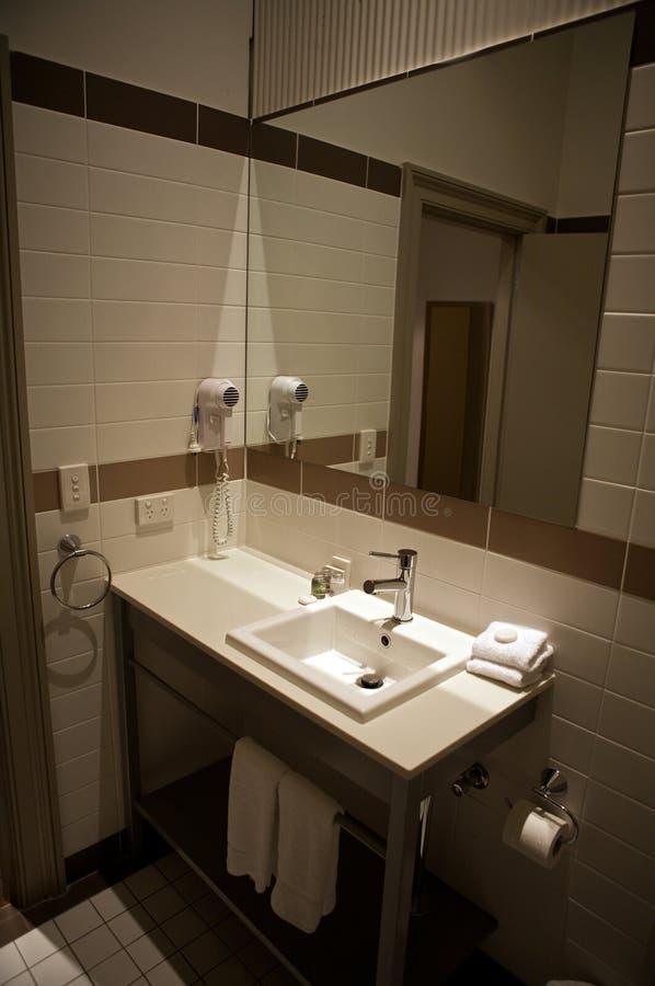 Het bassin van de was in badkamers, verwant hotel royalty-vrije stock afbeeldingen
