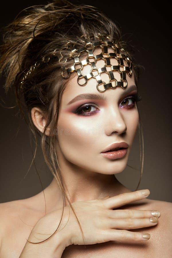 Het Beautyfulmeisje met helder maakt omhoog royalty-vrije stock foto