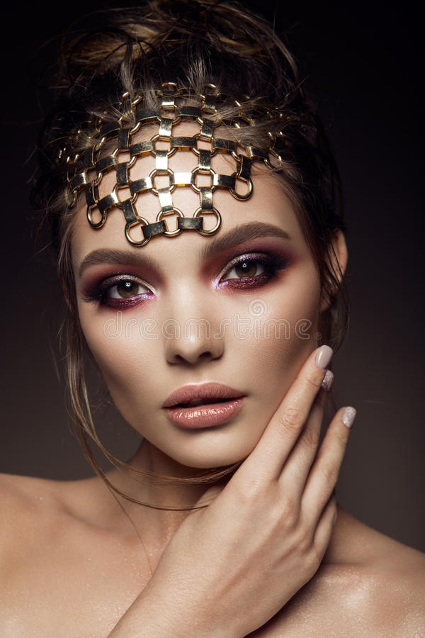 Het Beautyfulmeisje met helder maakt omhoog stock afbeelding