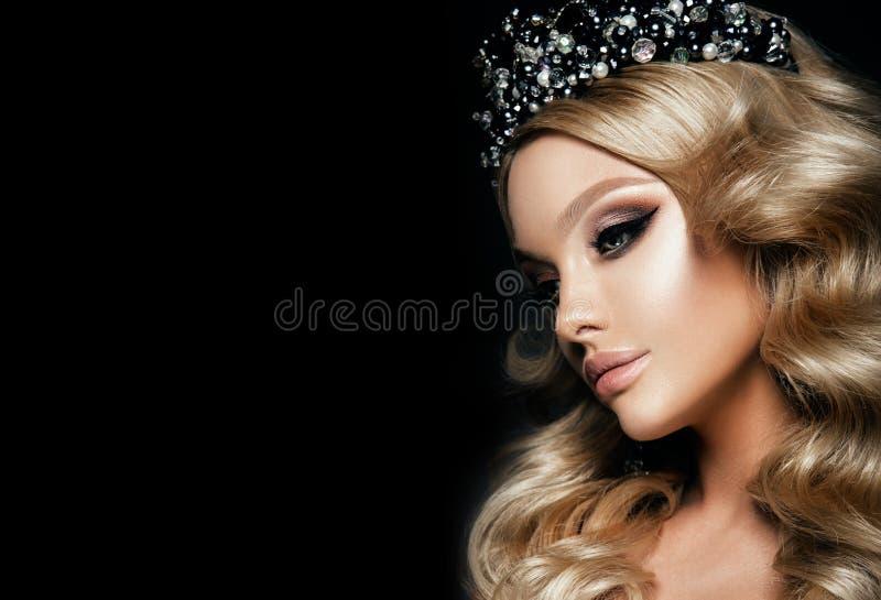 Het Beautyfulmeisje met helder maakt omhoog stock fotografie