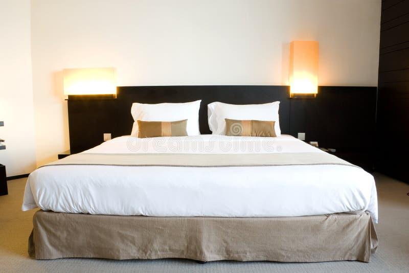 Het Bed van het hotel stock afbeelding