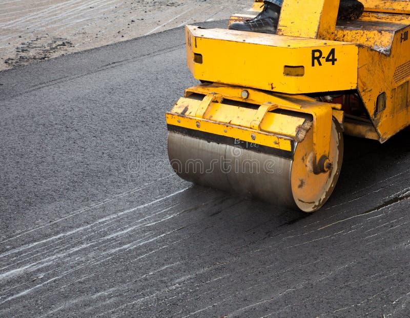 Het Bedekken van de Oprijlaan van het asfalt stock afbeeldingen