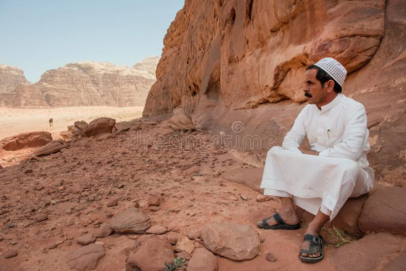Het Bedouin rusten in Wadi Rum-woestijn, Jordanië royalty-vrije stock foto