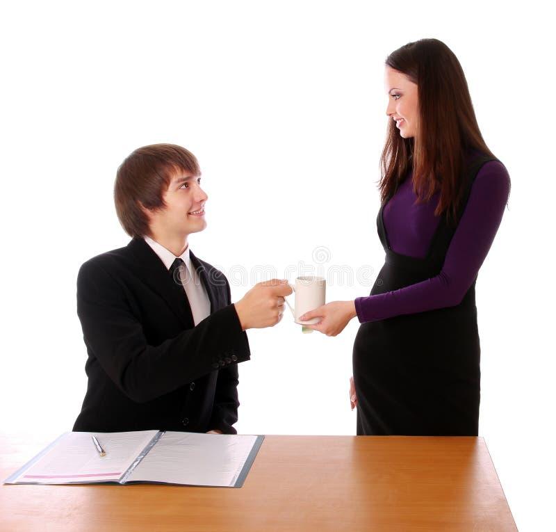 Het bedrijfs paar bespreekt met koffie royalty-vrije stock foto
