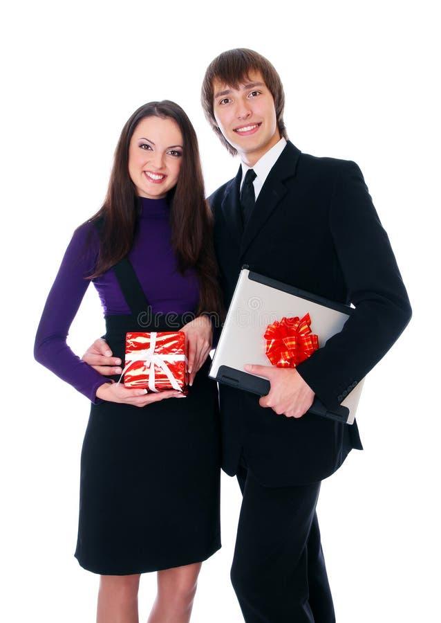 Het bedrijfs paar is gelukkig met giften royalty-vrije stock foto's