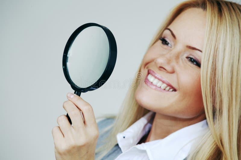 Het bedrijfs vrouw kijken stock afbeeldingen