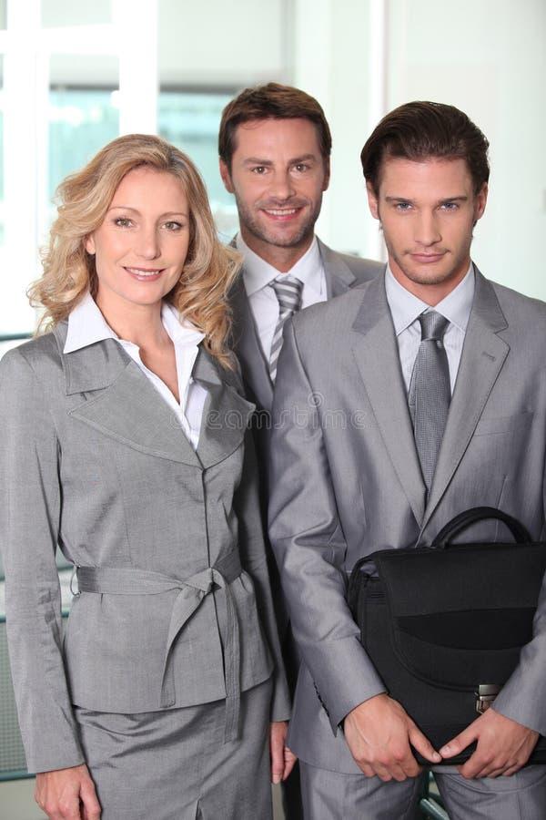 Het bedrijfscollega's glimlachen royalty-vrije stock afbeelding