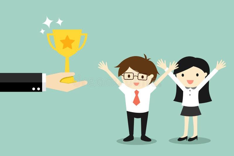 Het bedrijfsconcept, Hand biedt gouden trofeekop aan zakenman en bedrijfsvrouw aan royalty-vrije illustratie