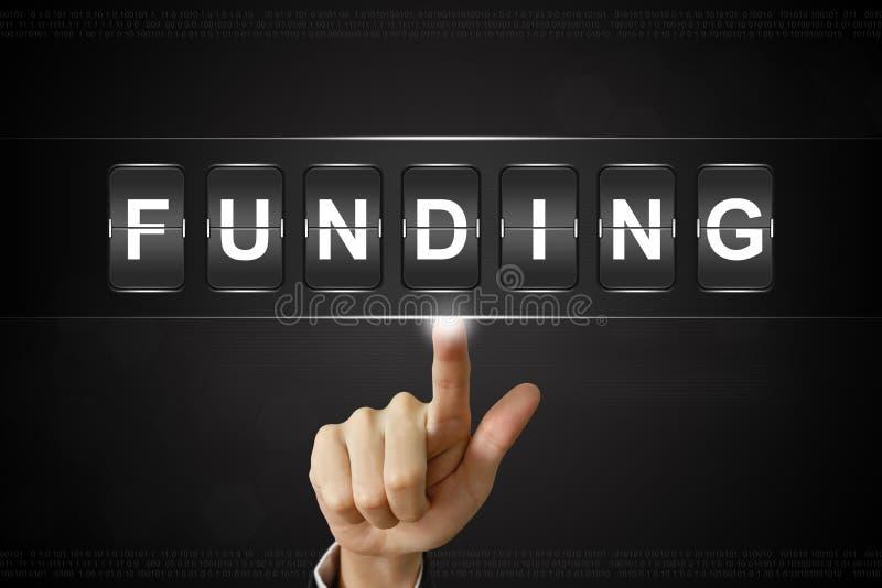 Het bedrijfshand klikken financiering op Flipboard stock foto