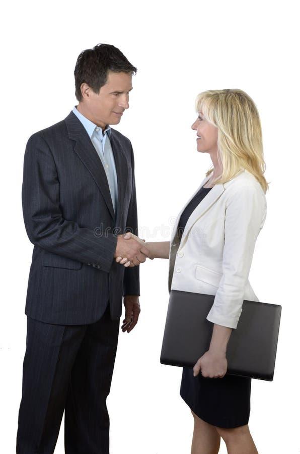 Het bedrijfsman en vrouwen schudden handen stock fotografie