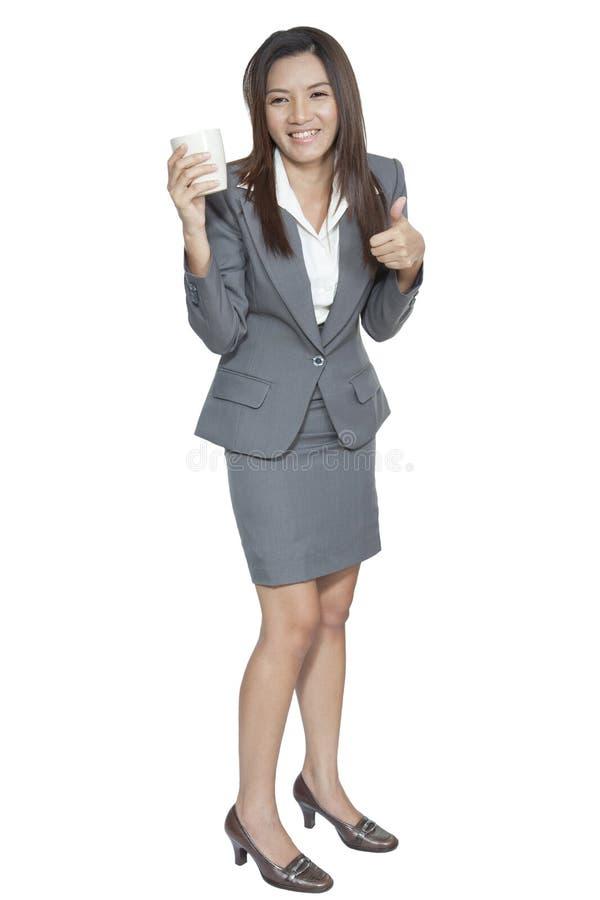Het bedrijfsvrouw aantrekkelijke jonge mooie drinken koffierelexatio stock afbeeldingen