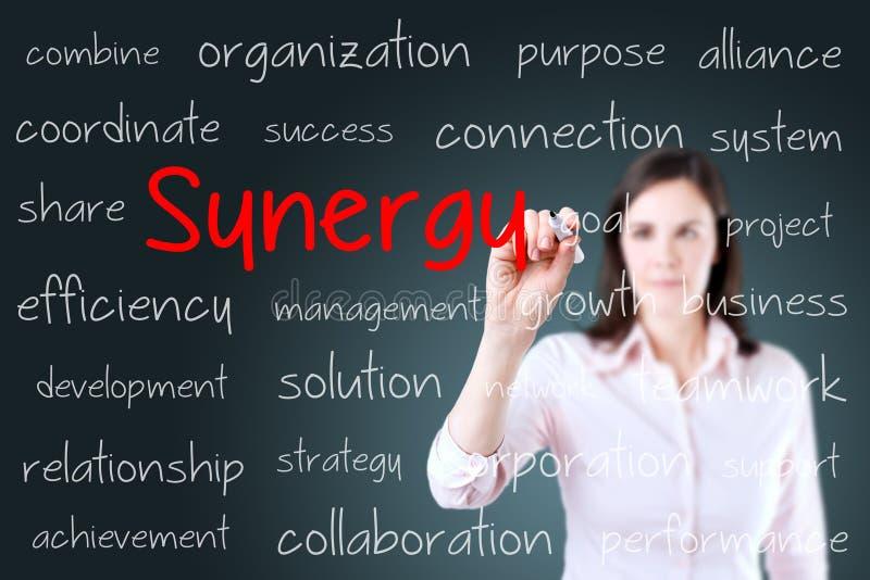 Het bedrijfsvrouw schrijven synergismeconcept Achtergrond voor een uitnodigingskaart of een gelukwens royalty-vrije stock afbeeldingen
