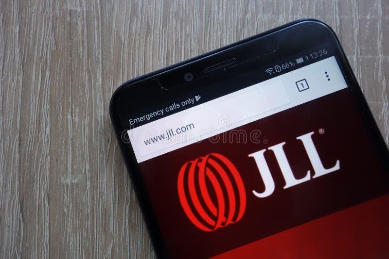 Het bedrijfwebsite van JLL Jones Lang LaSalle op een moderne smartphone wordt getoond die stock foto's