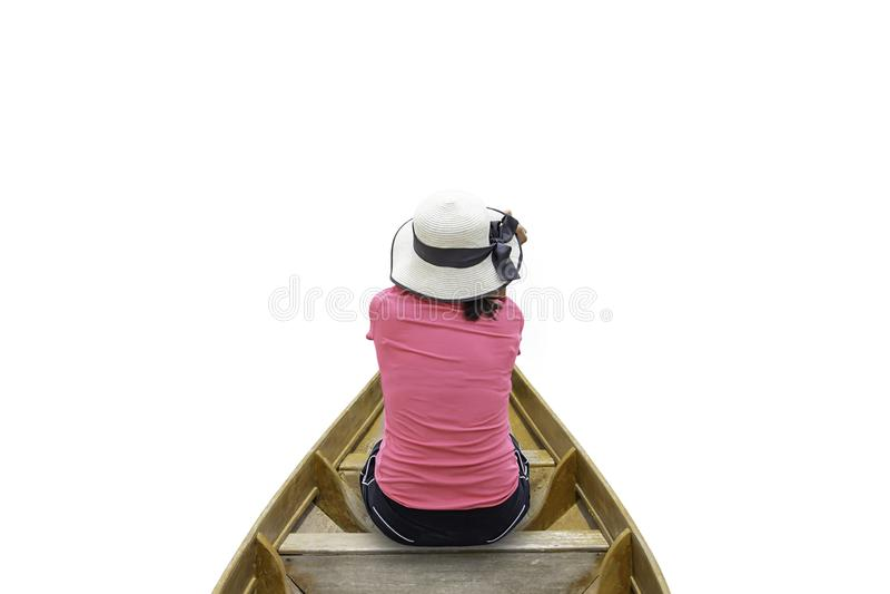 Het beeld achter Vrouw die Hoedenzitting in houten boot op een witte achtergrond dragen royalty-vrije stock fotografie