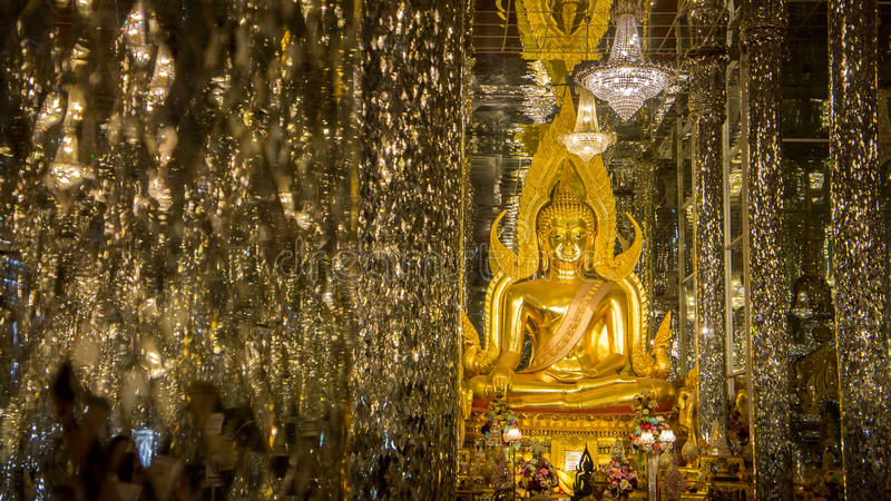 Het Beeld Thailand Uthai Thani Wat Tha Sung van Boedha royalty-vrije stock foto