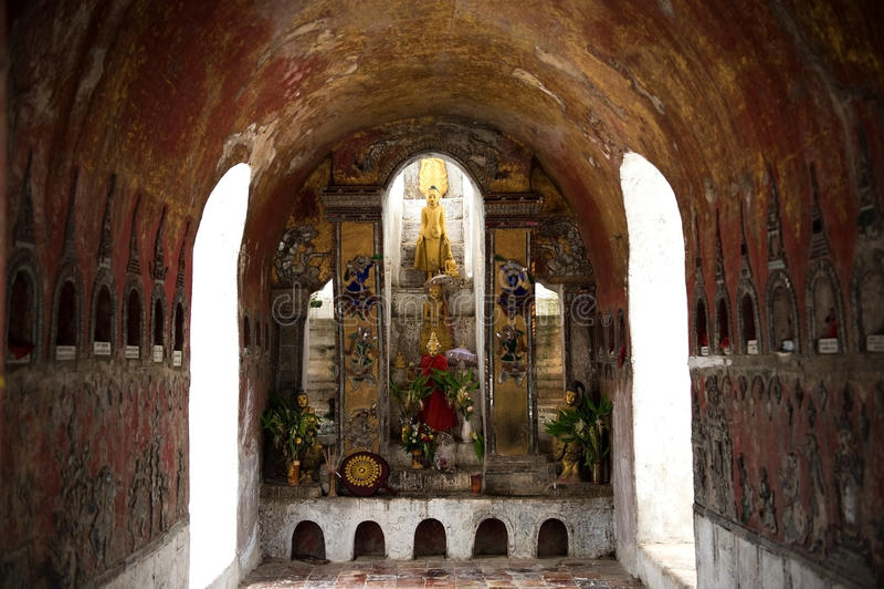 Het beeld van Boedha in Shwe Yan Pyay Temple stock foto