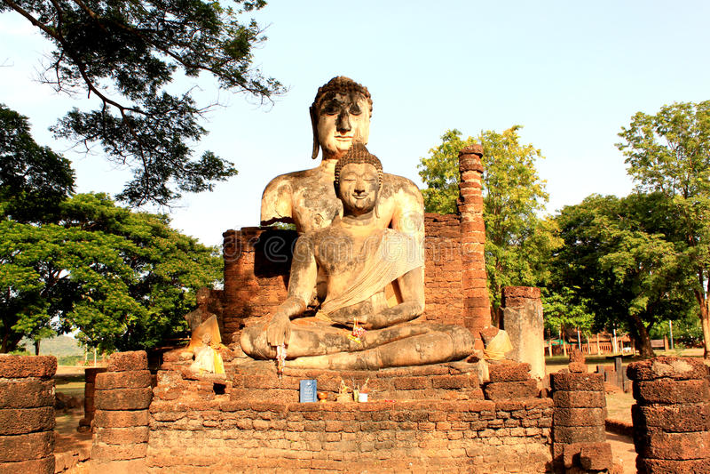 Het beeld van Boedha van ruïnes stock foto's