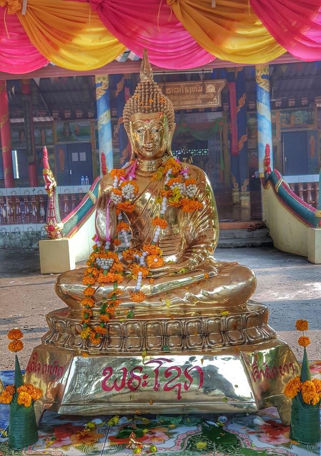 Het beeld van Boedha voor lao nieuw jaar stock foto's
