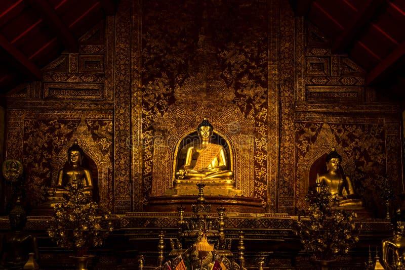Het beeld van Boedha in Wat Phra Singh royalty-vrije stock afbeelding