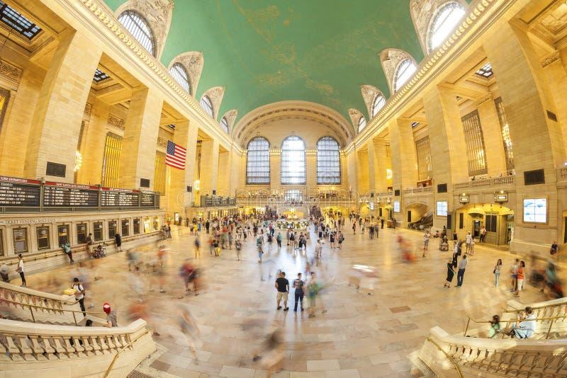 Het beeld van de Fisheyelens van forenzen in de Grand Central -Terminal stock foto's