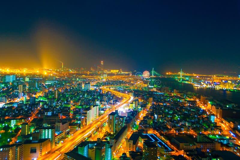 Het beeld van de nachtstad van de hoogte van een vogel` s vlucht stock fotografie