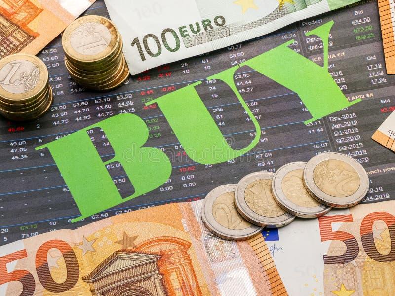 Het beeld van geld en het woord kopen op investeringsdocument royalty-vrije stock afbeeldingen