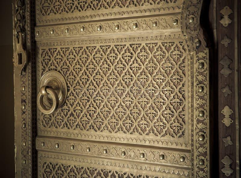 Download Het Beeld Van Het Close-up Van Oude Deuren Stock Foto - Afbeelding bestaande uit entering, arabisch: 29506126