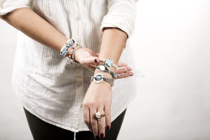 Het beeld van het voorarmendetail met armbanden op wit wordt geïsoleerd dat royalty-vrije stock afbeeldingen