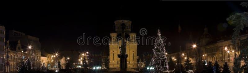 Het beeld van Kerstmis, panorama 's nachts stad stock afbeeldingen
