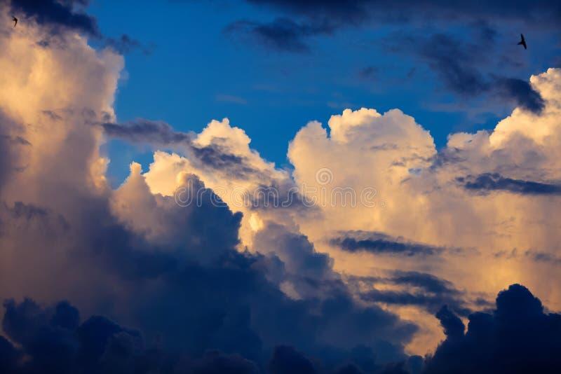 Het beeld van wolken in de hemel royalty-vrije stock fotografie