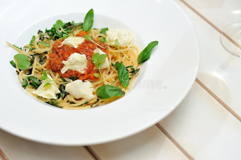 Het beeld is zeer smakelijke spaghetti bolognese stock fotografie