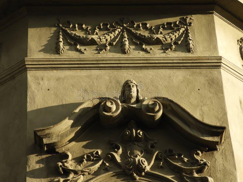 Het beeldhouwwerk, de bouw, maakt, kunst, architectuur in reli?f stock foto's