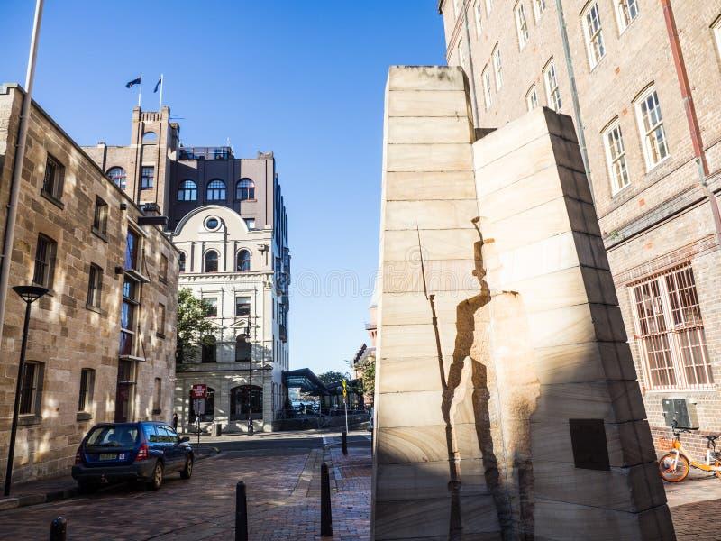 Het Beeldhouwwerk van 'eerste Indrukken bij de Rotsen, a-het beeldhouwwerk van de zandsteenhulp symboliseert de oorsprong en de r royalty-vrije stock foto's