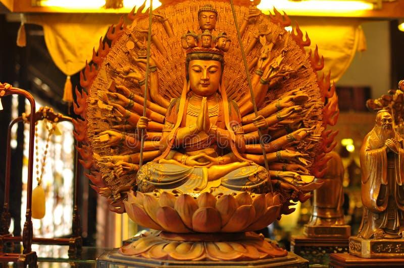 Het beeldhouwwerk van Boedha in de de Oude Tempel van de Stadsgod ` s en Yuyuan-Tuin, Shanghai stock afbeeldingen
