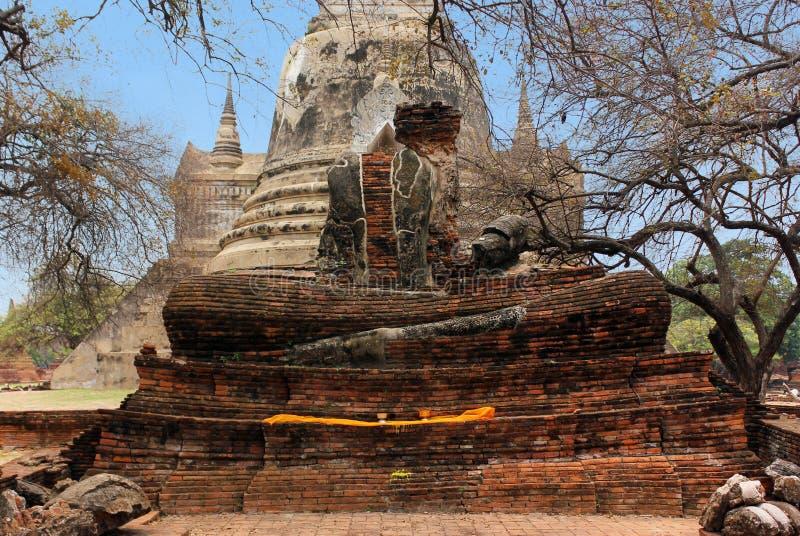 Het beeldhouwwerk van Boedha in de steen en baksteenru?nes van de historische tempel van Wat Phra Sri Sanphet Ayutthaya, Thailand royalty-vrije stock afbeelding