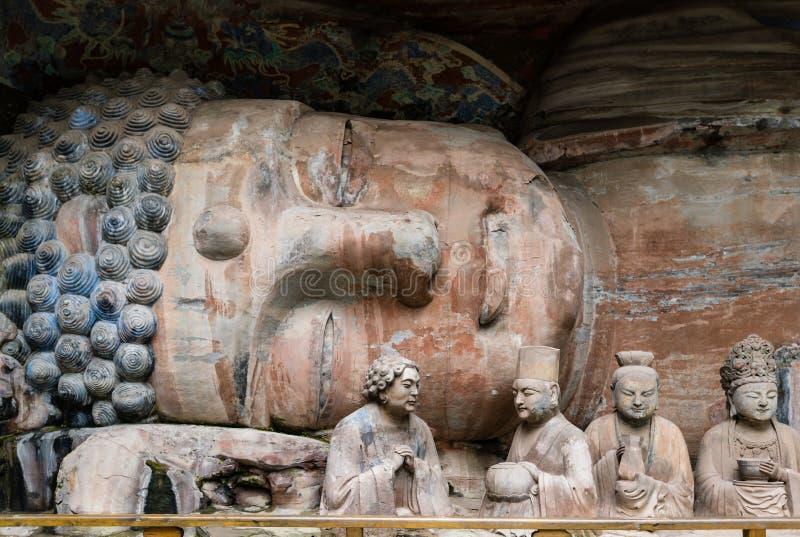 Het beeldhouwwerk van Boedha ging Nirvana bij Dazu-Rotsgravures bij in Onderstel Baoding of Baodingshan stock foto's