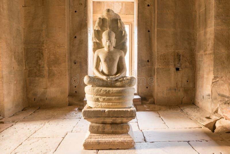 Het beeldhouwwerk van Boedha, het historische park van Phimai, nakornratchasima, Thailand stock afbeeldingen
