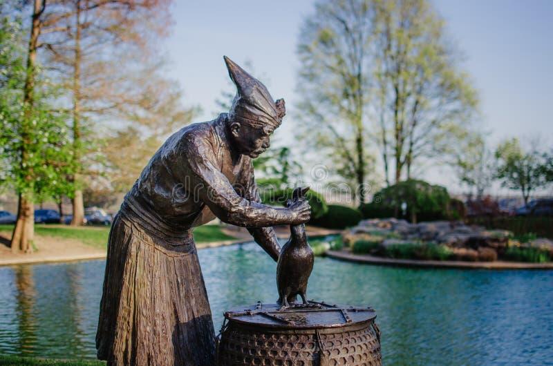 Het beeldhouwwerk van de aalscholvervisser, Eden Park, Cincinnati royalty-vrije stock foto's