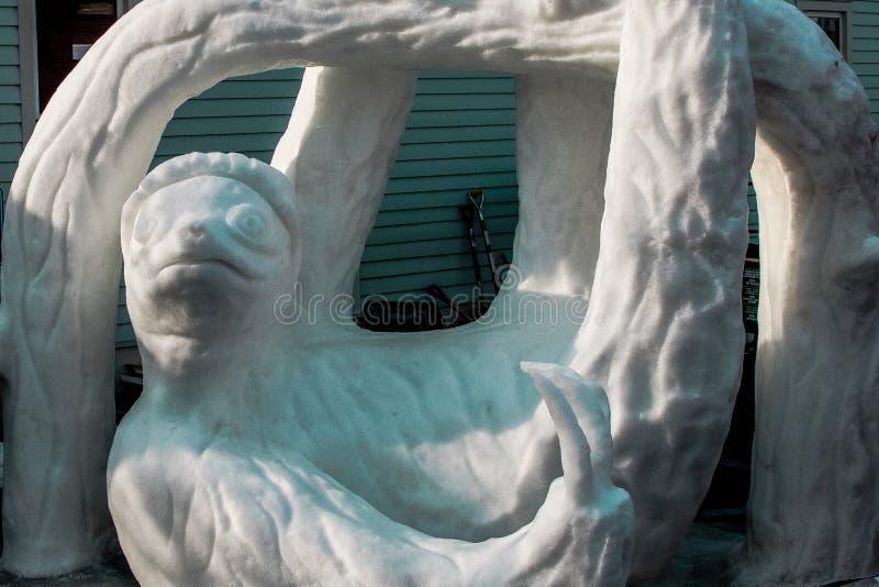 Het beeldhouwwerk van de luiaardsneeuw stock afbeeldingen