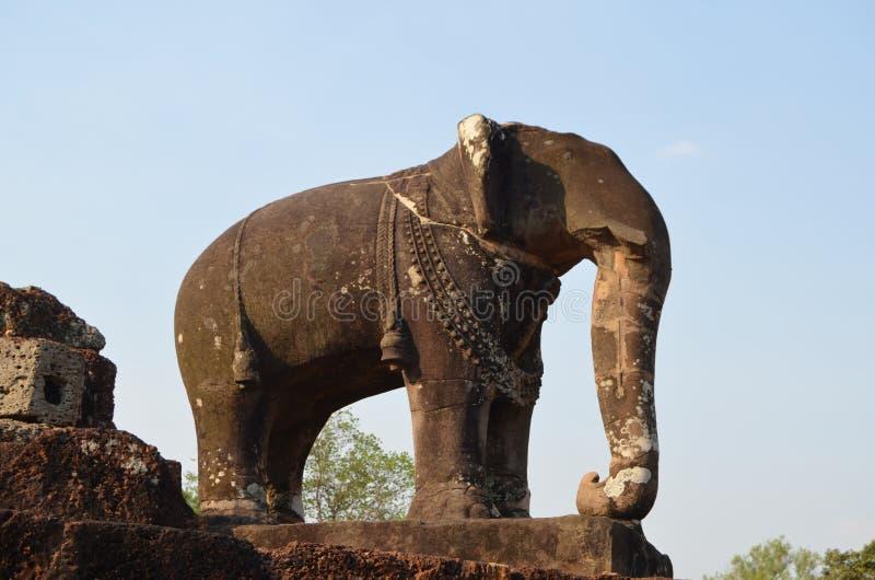 Het beeldhouwwerk van de olifant in de tempel van het Oosten Mebon stock fotografie