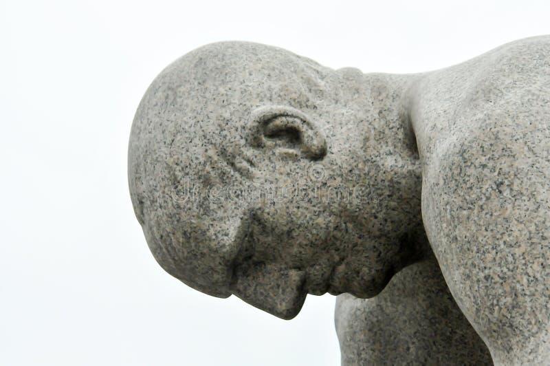 Het beeldhouwwerk van de steen met overzees en vuurtoren royalty-vrije stock foto's