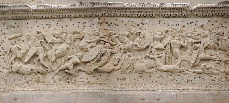 Het beeldhouwwerk van het fries van Roman slag tegen Gauls stock fotografie