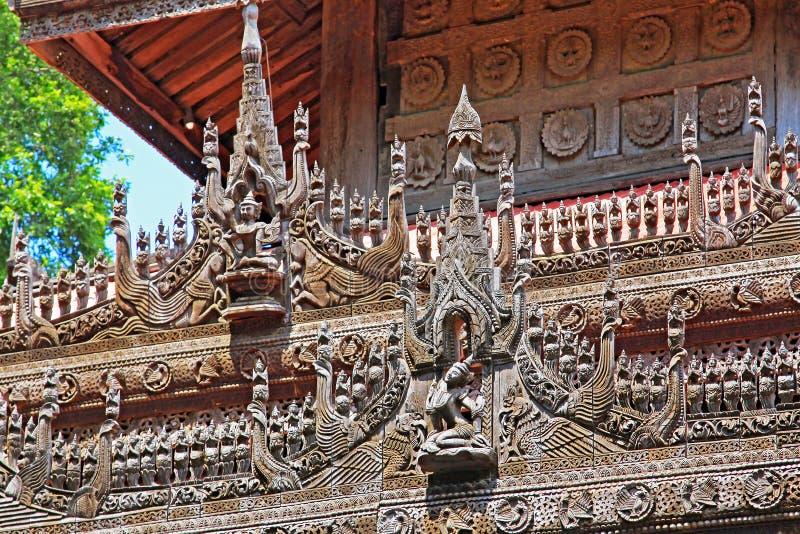 Het Beeldhouwwerk van het Shwenandawklooster, Mandalay, Myanmar royalty-vrije stock afbeeldingen