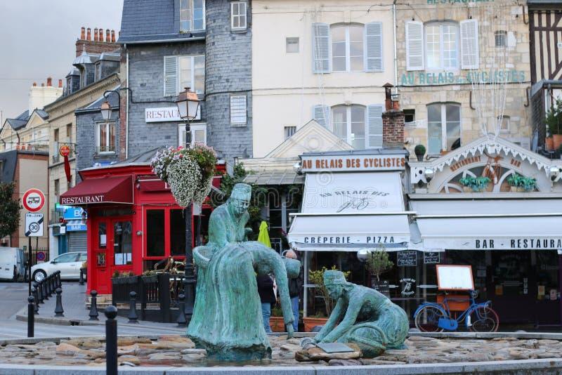 Het beeldhouwwerk van mossel-plukkers in Honfleur royalty-vrije stock fotografie