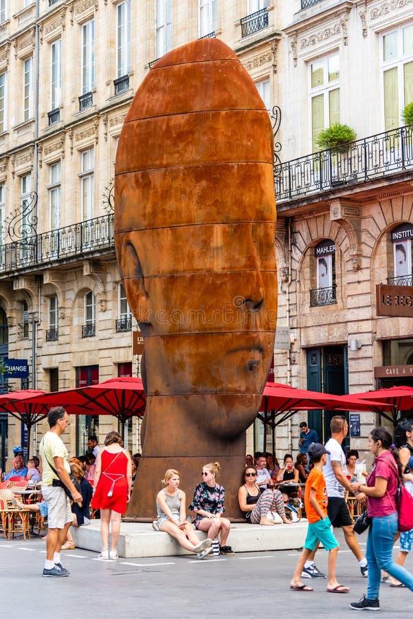 Het beeldhouwwerk van Sanna in stadscentrum van Bordeaux royalty-vrije stock fotografie