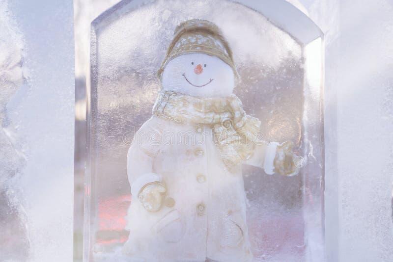 Het beeldhouwwerk van het sneeuwmanijs stock fotografie