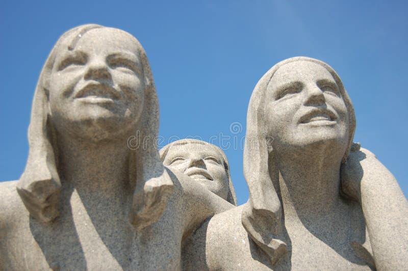 Het beeldhouwwerk van Vigeland - glimlachende meisjes stock afbeelding
