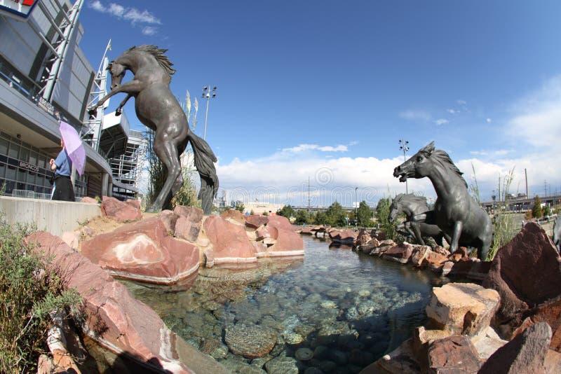 Het Beeldhouwwerk van wild paarden bij het Gebied van de Instantie van Sporten royalty-vrije stock foto's