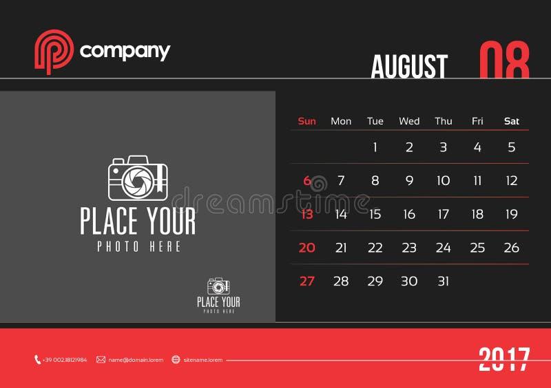 Het Beginzondag van August Desk Calendar Design 2017 stock foto's